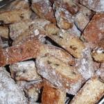 Cantucci con pinoli e cioccolato all'aroma di arancia: il dolce della tradizione