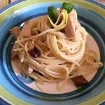 Spaghetti tonno e olive al profumo di limone
