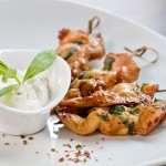 Spiedini di pollo finger food con salsa allo yogurt
