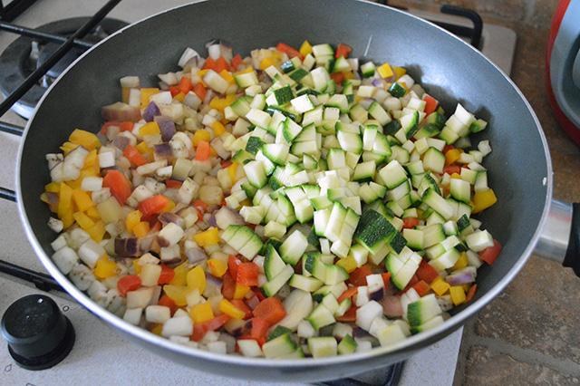 Torta salata con verdure e maionese nell'impasto03