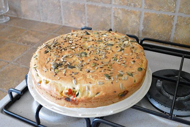 Torta salata con verdure e maionese nell'impasto14