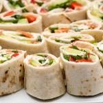 Tortillas salmone e avocado arrotolate