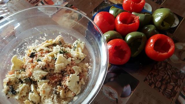preparazione-pomodori-e-peperoni-ripieni-al-forno (3)