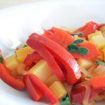 Peperoni in padella con cipolle e patate