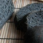 Pane al carbone, tra moda e salute