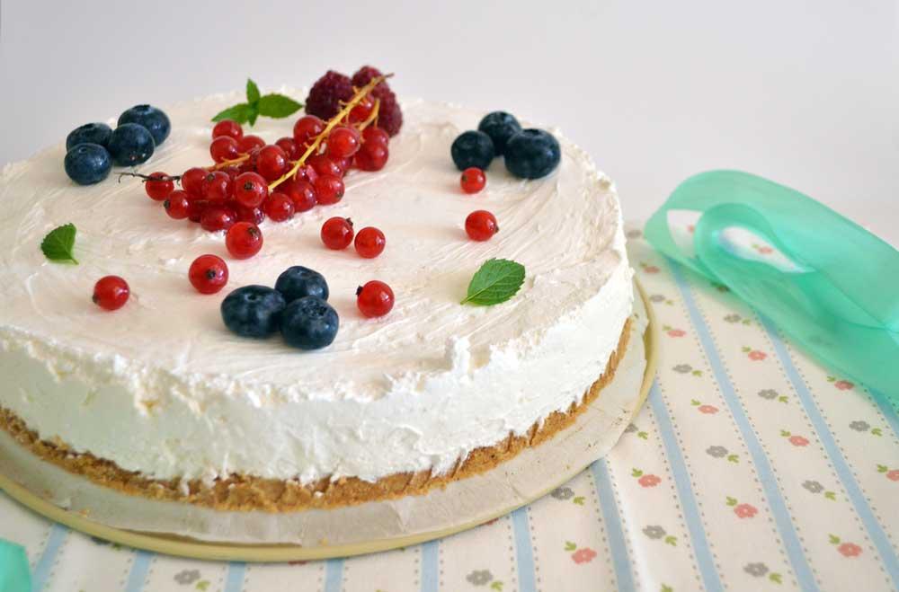 Torta fredda allo yogurt, un dessert veloce e goloso
