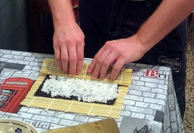 arrotolare il sushi