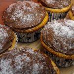 Muffin cocco e caffè, una colazione golosa