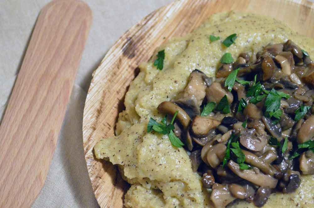 Polenta e funghi, un caldo piatto unico