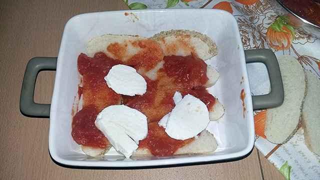 preparazione lasagne di pane