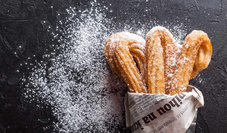 Churros: la ricetta, origini e curiosità sulle tapas dolci